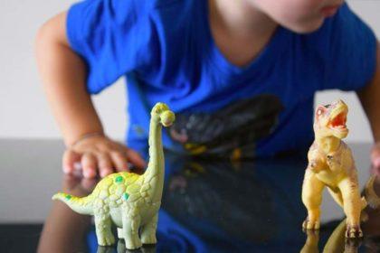 Giocattoli dinosauri per bambini in base all'età