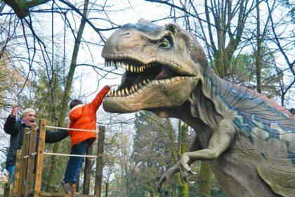 I più bei parchi con dinosauri in Italia